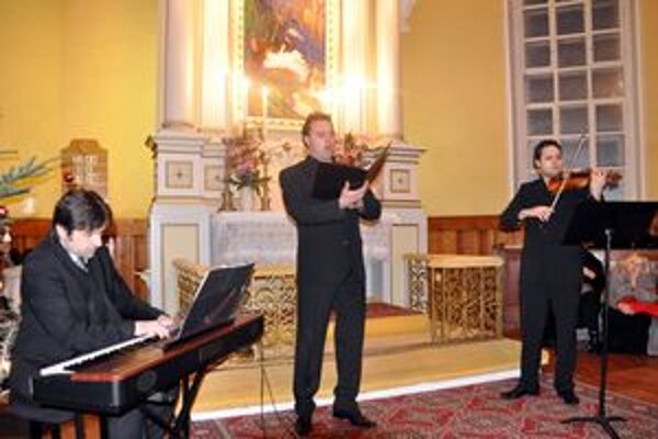 Nadšenému publiku sa odovzdali – Daniel Buranovský, Ján Babjak a vrútocký rodák Dalibor Karvay.