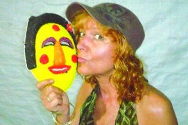 Eva Gašparová. Maska je symbolom divadla. Nečudujme sa preto, že ju drží v ruke práve Eva Gašparová.