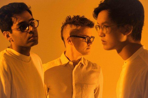 Kapelu Son Lux tvorí gitarista Rafiq Bhatia, skladateľ Ryan Lott a bubeník Ian Chang.