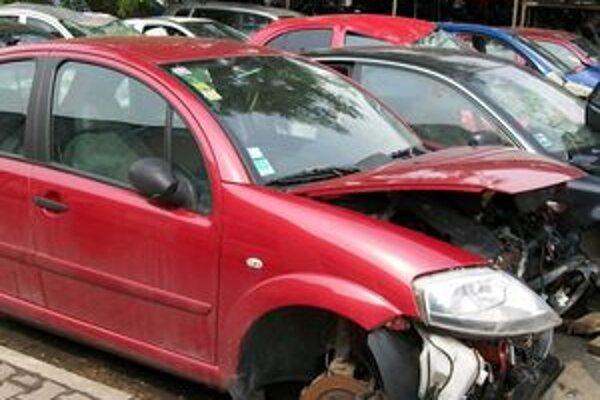 Nový cestný zákon umožňoval likvidáciu auta vyriešiť čestným prehlásením. Prezident ho vrátil na opätovné prerokovanie.