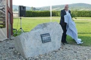 Pri príležitosti 30. výročia odhalili pri vodnom diele 20. septembra pamätnú tabuľu.