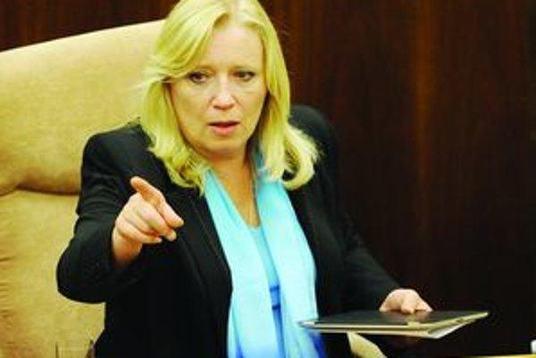 Iveta Radičová je stále premiérkou, ale už bez dôvery parlamentu.