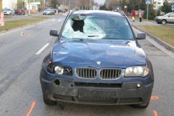 Takto vyzeralo BMW X3, ktorým 20-ročný Martinčan zrazil 46-ročného cyklistu, po nehode.