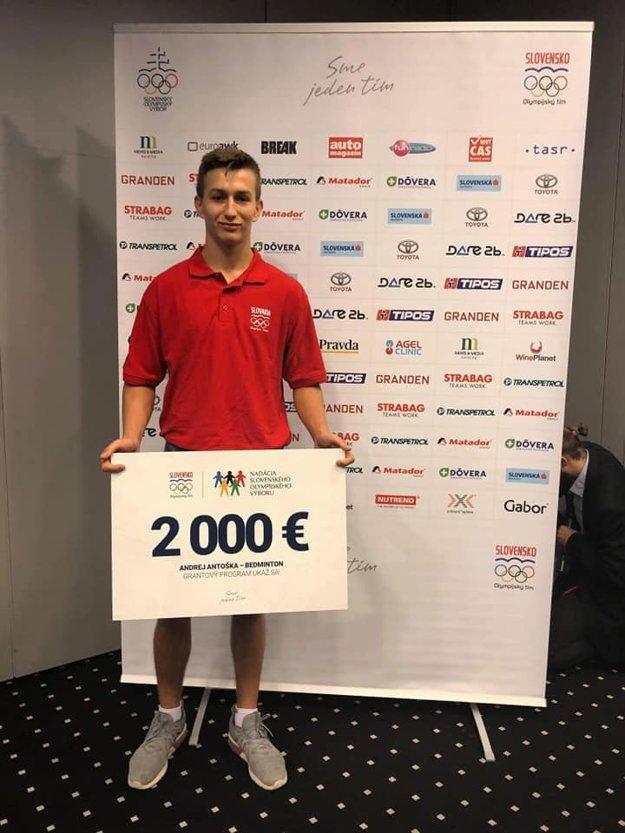 Andrej Antoška so šekom na 2000 eur