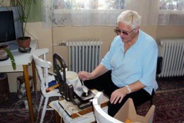 Starý stroj priniesla medzi žiakov Marta Krásna z Rakše.