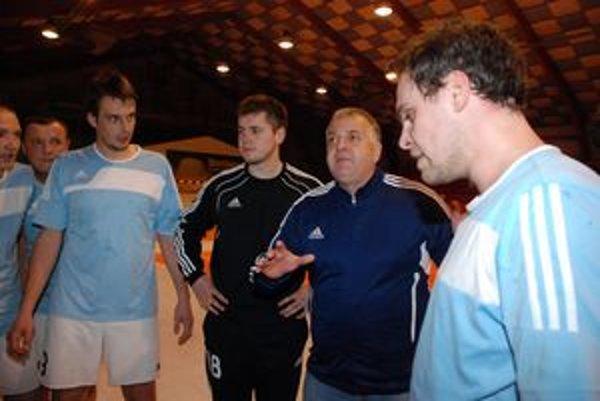 Jozef Mujgoš sa vrátil na trénersku lavičku. Z pozície hlavného trénera povedie Martinčanov v druhej polovici súťaže.