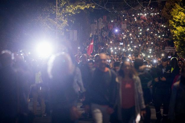 Podľa odhadu organizátora Juraja Šeligu prišlo na protest okolo 5-tisíc ľudí.