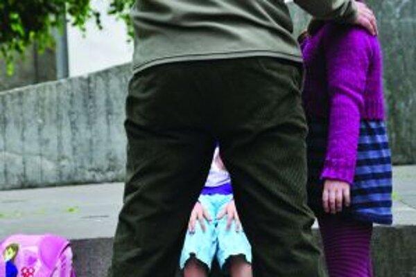 Nebozpečenstvo si deti často neuvedomujú.