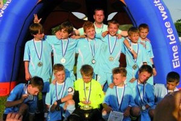 Martinskí žiaci (U11) sa z druhého miesta tešili po turnaji v Rakúsku.