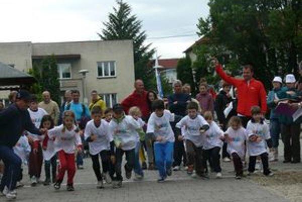 Beh Olympijského dňa. Na štart sa postavili aj mladí pretekári.