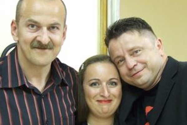 S milovaným Petrom Mukom. Alena Jurečková svojho idola naposledy videla na koncerte v marci. Na snímke s priateľom Pavlom Navrátilom, ktorý si s Petrom tykal. Alena odmietla.