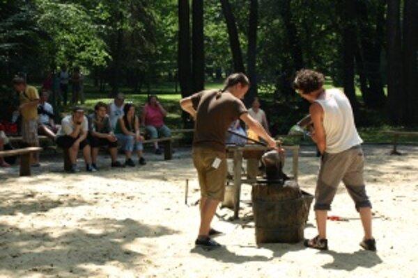 Kováči. Ukážky kováčskej práce si nenechalo ujsť aj v horúcom počasí veľa návštevníkov.