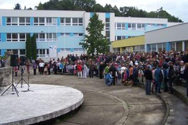 Žiaci v Košútoch nastúpili do vynovenej školy.
