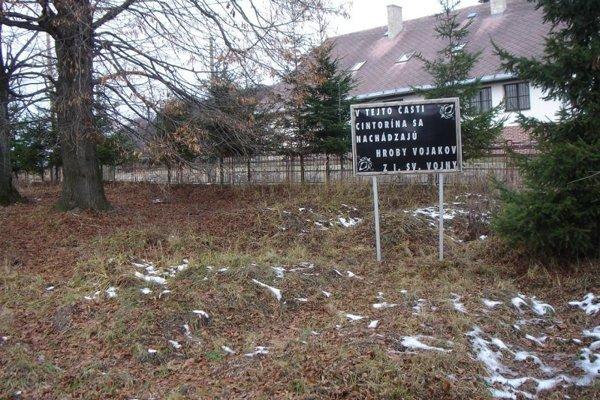 Cintorín pred rekonštrukciou.