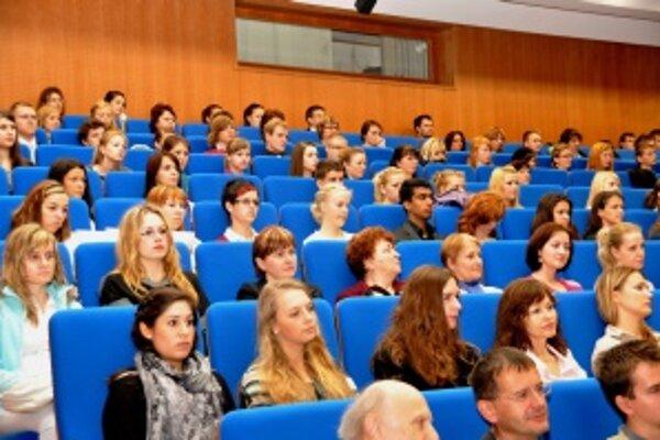 Akademický rok 2010/2011 otvorili dnes v novej aule JLF UK v Martine.