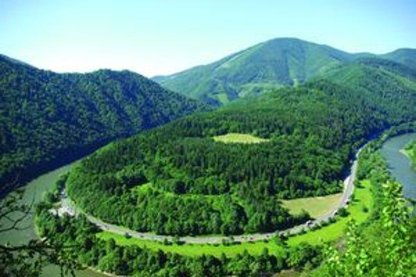 Vodiči zrejme vymenia pohľad na rieku Váh za cestu tunelom.