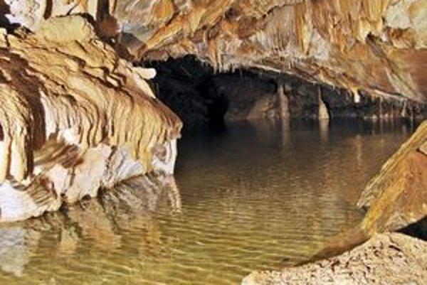 Otcova jaskyňa sa nachádza v Strážovských vrchoch.