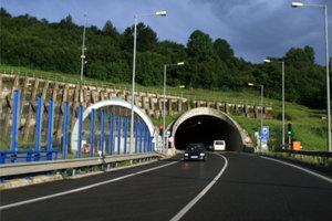 Vodiči sa budú musieť pripraviť na obchádzkové trasy. Tunel čaká jesenná údržba.