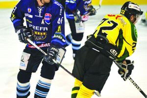 Obranca Ivan Ďatelinka musel v posledných dueloch zastúpiť svojich zranených kolegov.