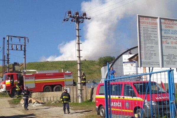 Po uhasení plameňov zamoril dolinu hustý dym.