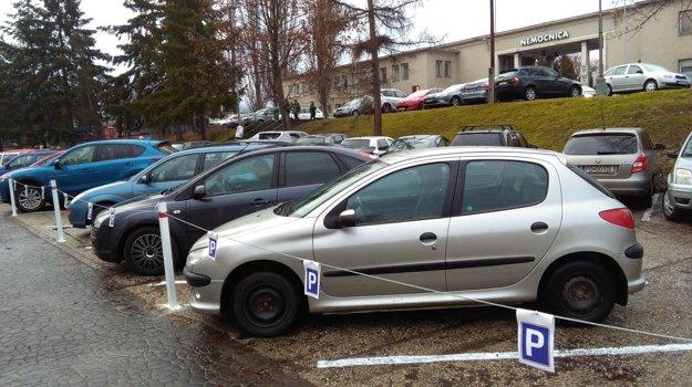 Podľa polície osadil majiteľ parkoviska značenie v rozpore so zákonom.
