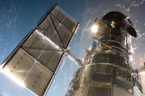 Atmosféra Zeme by mohla poslúžiť ako šošovka pre ďalekohľad, ktorý by sa nachádzal za Mesiacom.