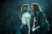 Bradley Cooper a Lady Gaga vo filme Zrodila sa hviezda. V kinách má zaslúžený úspech.