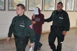 Eskorta odvádza Jána do väznice na Floriánskej ulici.