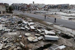 Trosky domov po vyčíňaní hurikánu Michael v Mexico Beach na Floride.