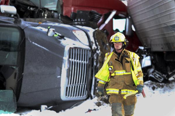 Hromadná nehoda na americkej diaľnici.