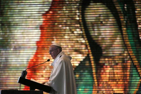 Pápež František počas omše v Mexiku.