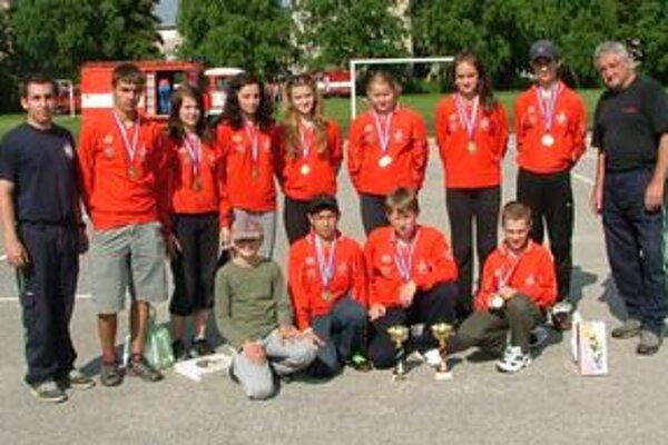 Mladí hasiči z Púchova vyhrali všetky súťaže.