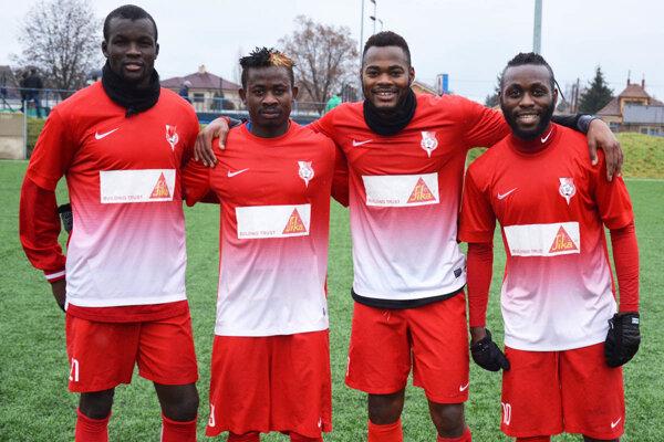 Legionári v drese druholigovej Serede - zľava Djiby Ba, Obasi, Elvis Sukisa a Guy Pellet.