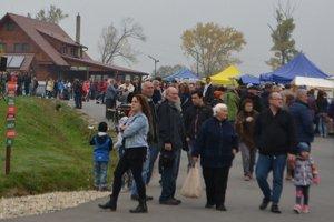 Slovenské mitrovanie aj vlani prilákalo veľa ľudí.