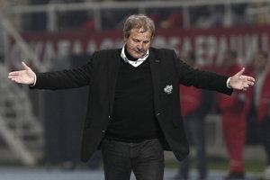 Tréner Ján Kozák na štvrtkovej tlačovej konferencii menoval hráčov, ktorí poručili večierku.