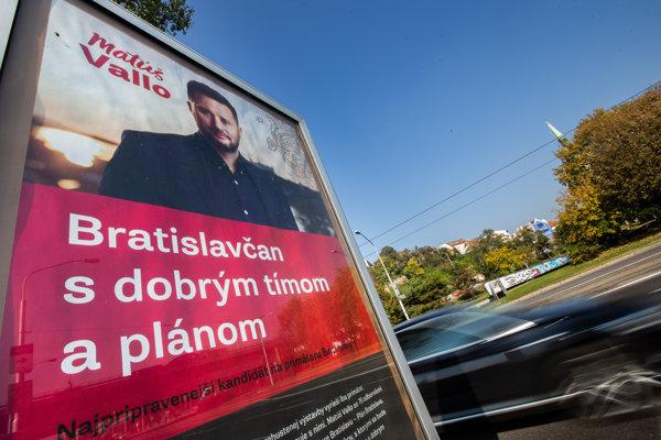 Podľa stávkových kancelárií má najväčšiu šancu stať sa bratislavským primátorom Matúš Vallo.