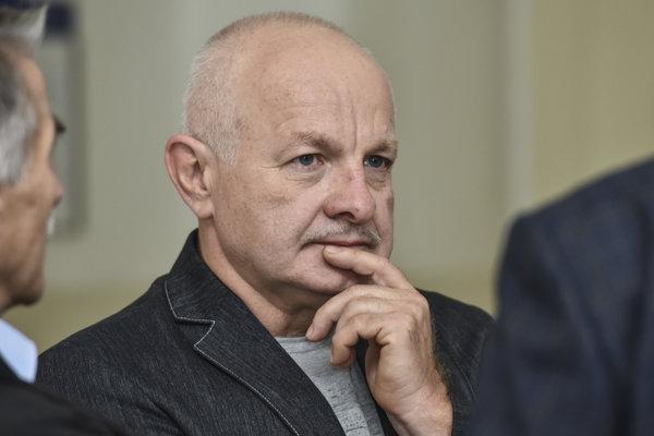Na snímke obžalovaný Ondrej B. pred súdnym pojednávaním na Okresnom súde Bratislava I v kauze platinové sitá.