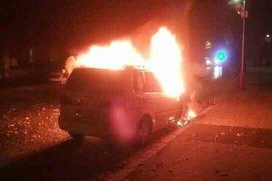 Požiar auta na Pribinovej zamestnal hasičov.