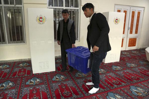 Afganci začali hlasovať v parlamentných voľbách