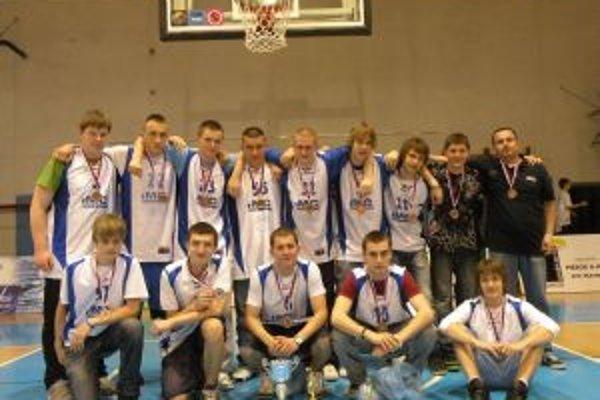 Bronzoví basketbaloví kadeti IMC Slovakia Pov. Bystrica.