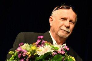 Cenu za Michala Trembáča - in memoriam prebral jeho syn Peter.