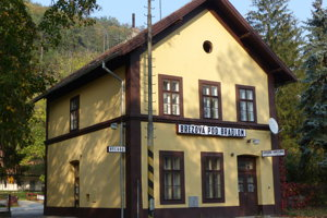 Na snímke železničná stanica v meste Brezová pod Bradlom