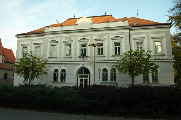Budovy oboch  súdov v Trnave evakuovali.
