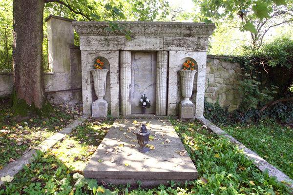 Rodinná hrobka Hudecovcov v evanjelickom cintoríne.