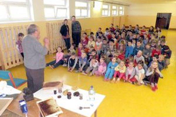 Rozprávanie Štefana Janíčka žiakov zaujalo.