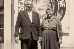 Pradedko a prababka Tomáša Stríža, ktorí pohrebníctvo v roku 1949 zakladali.