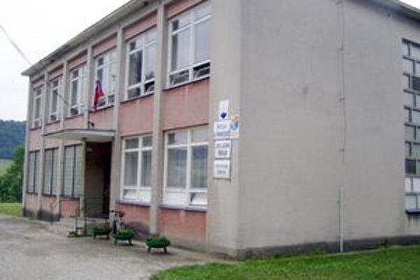 Od septembra možno nápis zo školy zmizne. K 31. augustu by mala byť vyradená zo siete škôl.