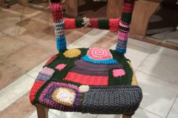 Opletaná stolička je spoločným dielom.