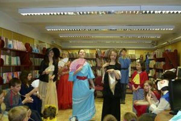 Čarovnú noc prežili deti v Považskej knižnici počas Noci s Andersenom.