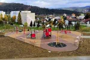 V lokalite sídliska vyrástli dve nové ihriská, parkovisko. Tiež vyasfaltovali parkovacie miesta a vysadili množstvo drevín.